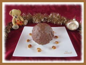 Recette Boule de Noël caramel, cacahuète et chocolat blanc
