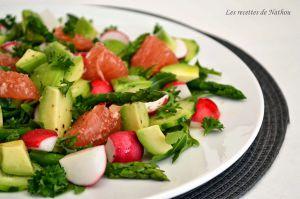 Recette Salade d'asperges, radis et avocat au pamplemousse rose, vinaigrette à l'orange