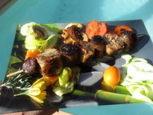 """Recette Brochettes """"andouillettes/figatelli"""" avec des légumes - cuisson plancha à gaz"""