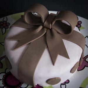 Recette Gâteau cadeau en pâte à sucre