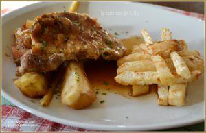 Recette Côtes de porc au cidre, pommes, poires et panais, frites de céleri