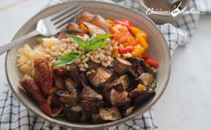 Recette Salad Bowl au saumon, aubergines rôties… et plein d'autres choses !