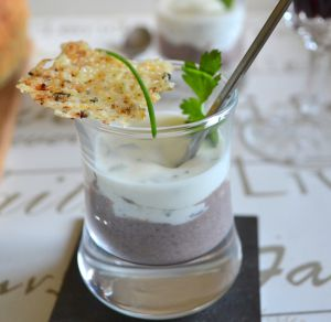 Recette Mini-verrines Haricots noirs-fromage blanc aux herbes