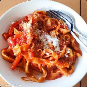 Recette Pâtes fraiches aux tomates et poivrons