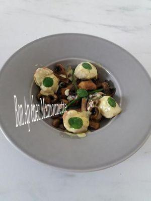 Recette Coquilles st Jacques crémées à la fleur de sel curcuma et poivre aux champignons blancs, et attention aux marrons !