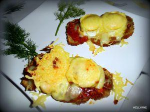Recette Tartines croustillantes au pesto, aux 3 fromages et au miel épicé