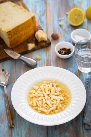 Recette Passatelli en bouillon : soupe italienne des fêtes