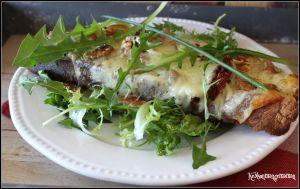 Recette Tartines à la mozzarella et aux tomates séchées , salade de pissenlit