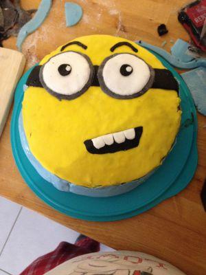 Recette Premier essai en pâte à sucre : gâteau Minion