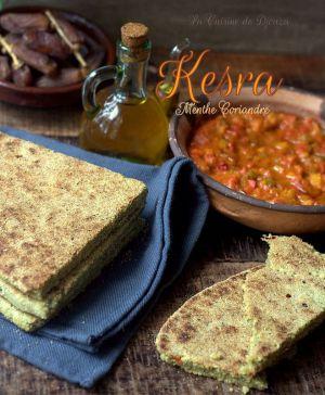 Recette Kesra aux herbes mixées de menthe et coriandre fraîches