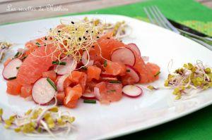 Recette Tartare de saumon fumé aux radis et pamplemousse rose