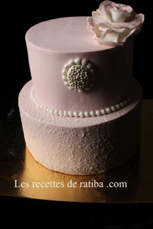 Recette Gâteau d'anniversaire en pâte a sucre