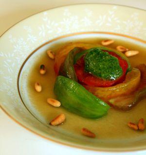 Recette Salade de tomates multicolores, gelée d'eau de tomates, pesto basilic