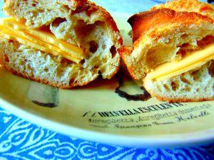Recette Sandwiche au frauxmage suisse et à la moutarde de Dijon