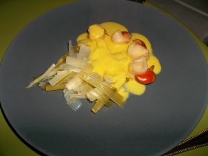 Recette Coquilles St Jacques, sauce au curry et sa fondue de poireaux