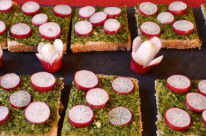 Recette Canapés au pesto de cresson et aux radis roses