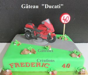 "Recette Gâteau ""Ducati"" en Pâte à Sucre"