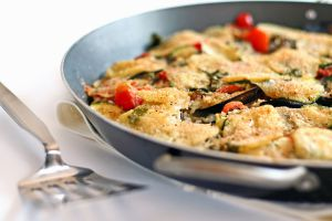 Recette Tielle (tiella) aux moules, pommes de terre, aubergines, fromage et tomates (Italie, Pouilles)