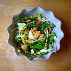 Recette Salade de pissenlits aux lardons & oeufs mollets