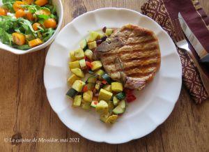 Recette Grillades de porc et poêlée de courgettes à la grecque +
