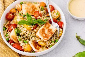 Recette Salade blé, tomates cerises, petits pois et halloumi