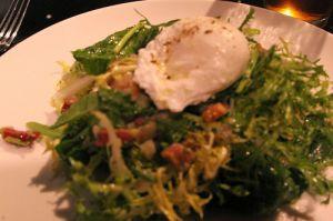 Recette Salade lyonnaise, aux lardons, oeuf et croûtons aux pissenlits, dents de lion