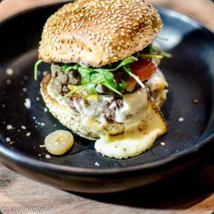 Recette Burger de Wagyu japonais, raclette au ait cru et mayonnaise à la truffe