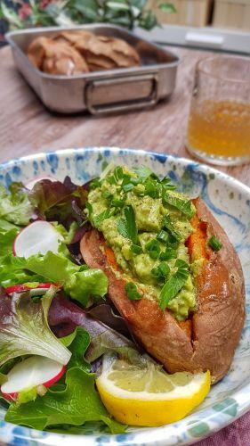 Recette Patates douces rôties, farcies à l'avocat et au tofu