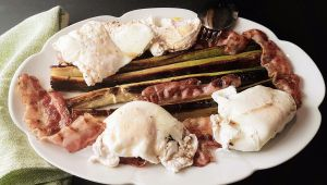 Recette Poireaux brûlés à la pancetta croustillante et œufs pochés