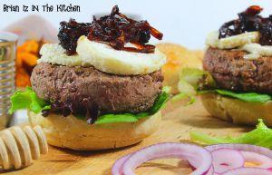 Recette Burger Confit d'Oignons au Miel, Crottin de Chèvre Chaud & Frites de Patate Douce