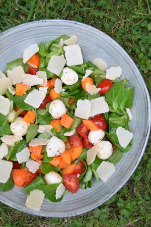 Recette Salade à l'abricot, tomate, mozzarella et parmesan