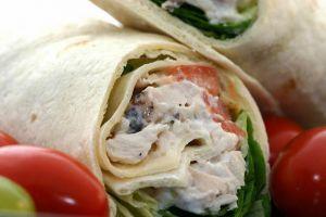 Recette Doner kebab au poulet, maison, sauce yaourt et houmous