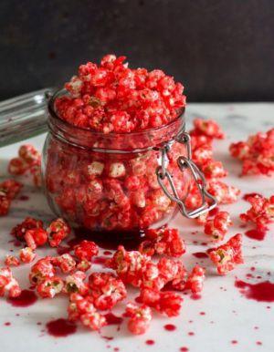 Recette Popcorn ensanglanté (caramel rouge + coulis de framboise)