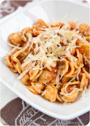 Recette Pâtes à la sauce tomate, crème et coriandre