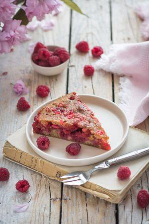 Recette Gâteau moelleux aux framboises et pralines roses