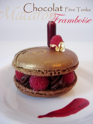 Recette Macaron chocolat, framboise et fève Tonka