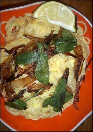 Recette Plat qui sauve les dimanches : pasta aux oeufs, oignons dorés et sauge frite