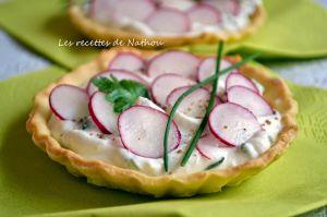 Recette Tartelettes au fromage aux herbes et radis roses