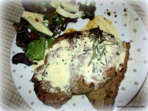 Recette Steak parfumé à la crème au roquefort
