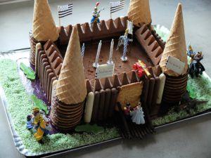 Recette Gâteau d'anniversaire au chocolat : thème château fort et chevalier