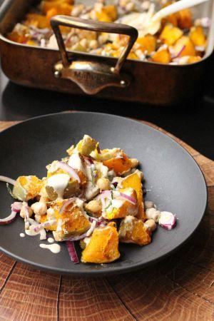 Recette Salade tiède de courge aux pois chiches et sauce tahiné