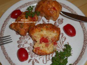Recette Mini cakes jambon-tomates-mozzarella-persil