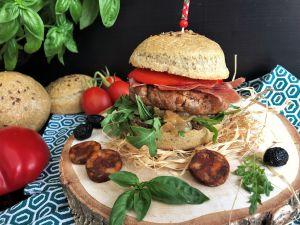 Recette Burger Valencia : chorizo, tapenade et poivron grillé