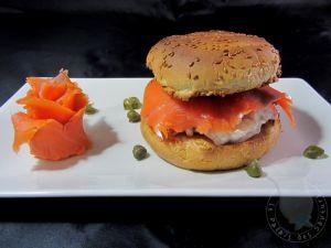 Recette Burger de saumon, câpres, tomates