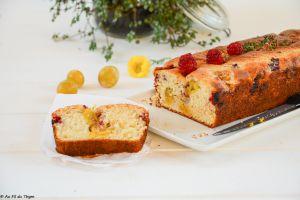 Recette Cake aux yaourt, mirabelles, framboises et thym