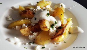 Recette Pommes de terre au four avec feta et de la crème aigre