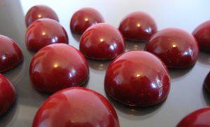 Recette Chocolats fins : fraise-anis et praliné blanc aux amandes