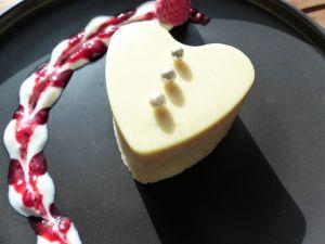 Recette Mousse aux fruits rouges en coque de chocolat blanc