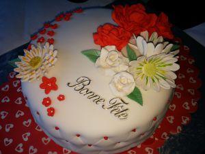 Recette Gâteau d'anniversaire en pâte à sucre