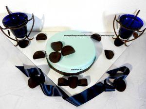 Recette Pour ma fille d'après Pierrick Boyer : biscuit moelleux amande, myrtilles confites, crémeux myrtilles, mousse myrtille chocolat noir, glaçage Tiffany
